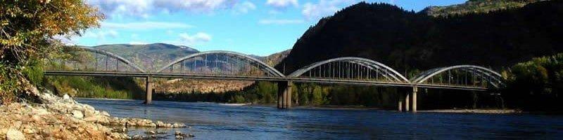 The majestic Trail bridge. Photo taken by user RandyMac of Wikipedia